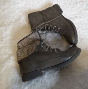 Rock & Candy Spraypaint Lace grey combat boot sz 6